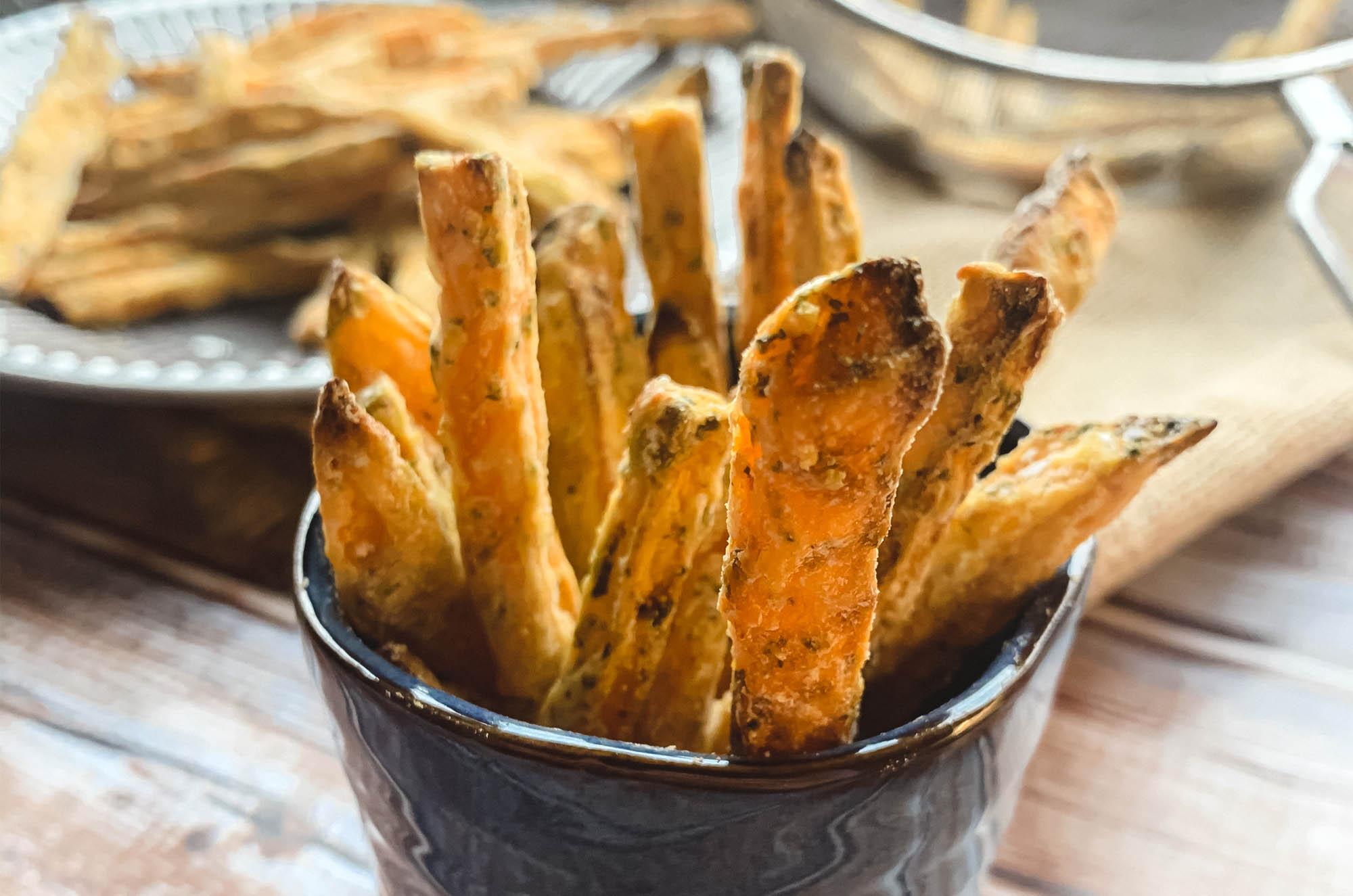 Chrupiące frytki z batata - wegański przepis | greenmenu.pl